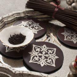 Devi White Porcelain Pinchpot Bowl with Gold Edge